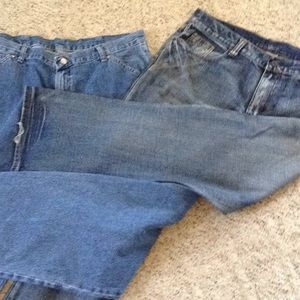 2 pair of men's jeans 38x32 one wrangle